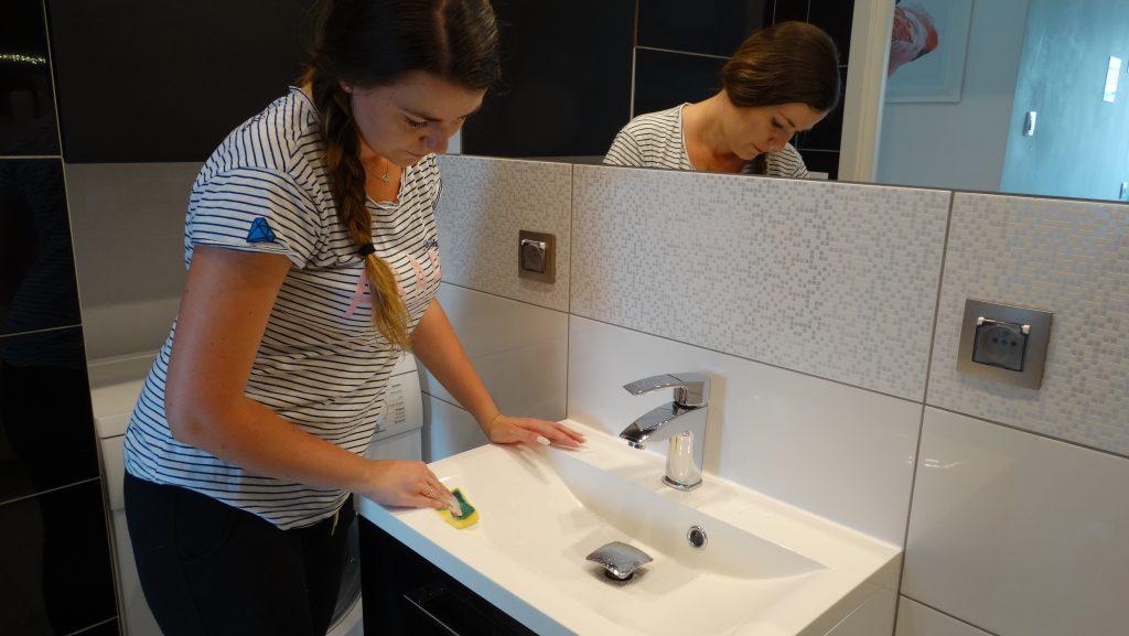 czyszczenie umywalki
