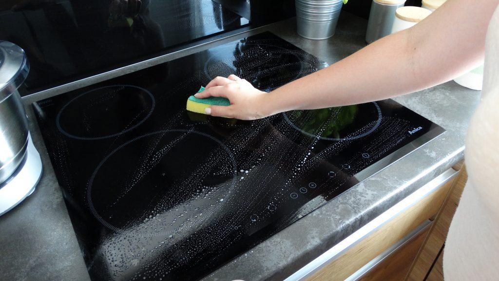 mycie płyty indukcyjnej